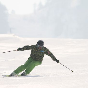 スキーで左に曲がるのが苦手(>_