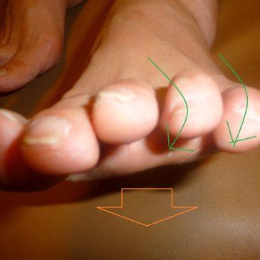 足の中指が地面についてきた感じがします。