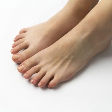 「小指の爪」が小さくなるのはなぜ? 治療はすべき?