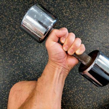 Q:筋肉が弱くなるから姿勢が悪くなるのでしょうか?