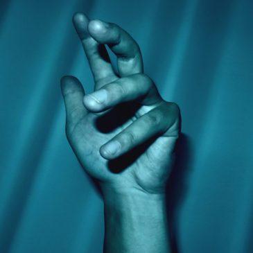 関節の不調・朝起きた時の指のこわばりは大事なサイン。